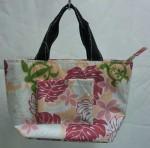 トロピカルな南国ムードの保冷バッグ。¥1250