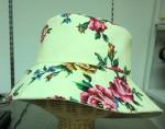 綿100%、素敵なプリント柄のおしゃれ帽子です。撥水加工されてますから急な雨もOK。¥3240