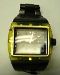 イエローの枠が楽しいディーゼルの腕時計:4320円