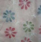 ピンク地に赤青緑の花びらが舞う綿ストール¥1280